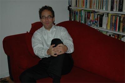 Host Oliver